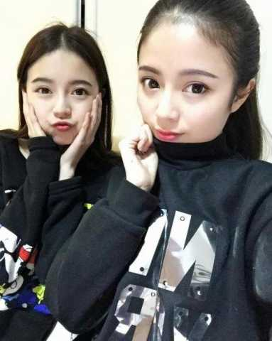四川双胞胎姐妹校花生活照曝光