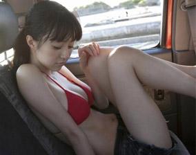 坐在车里好热